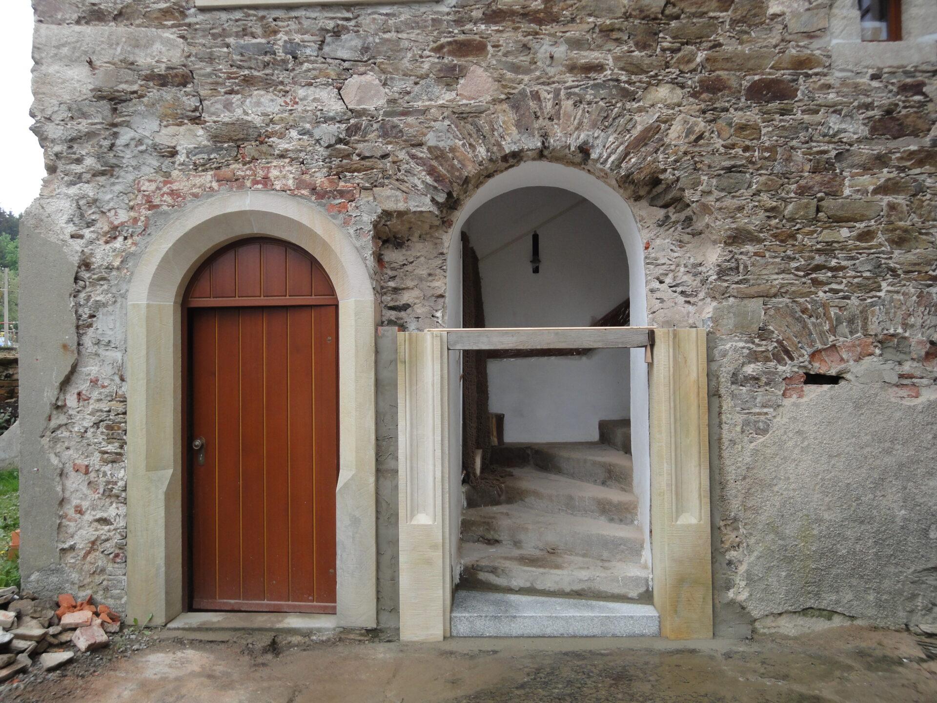 Erneuerung des Eingangsportals